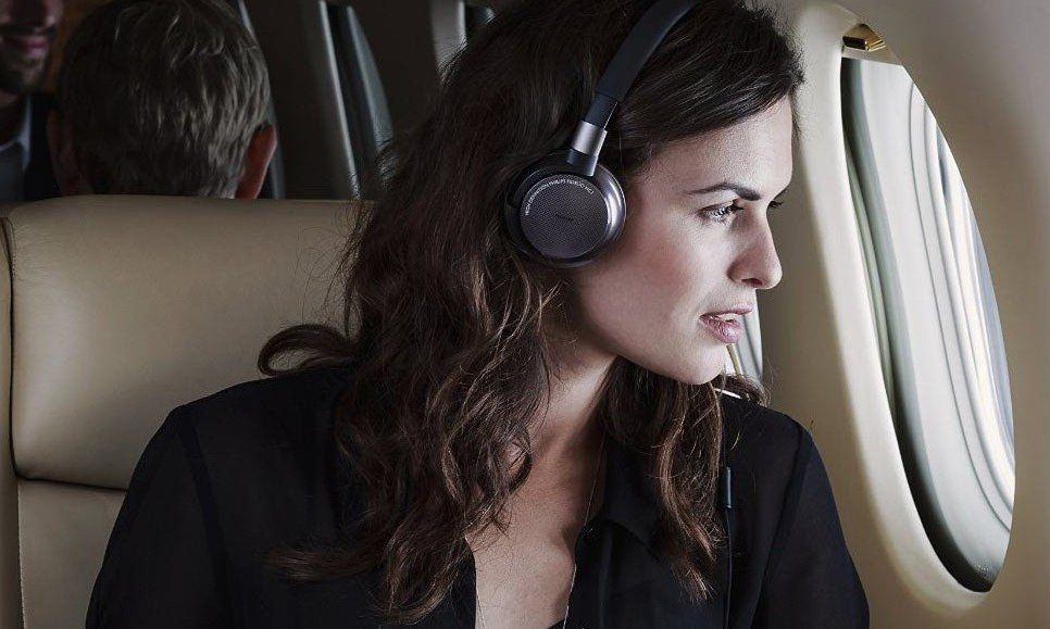 Слушать музыку во время полета