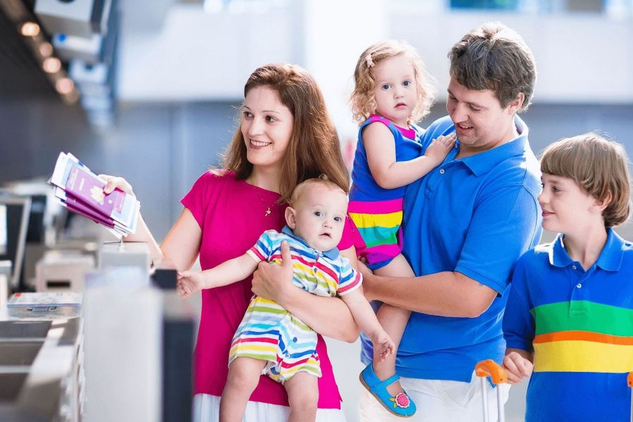 Семья регистрируется на рейс