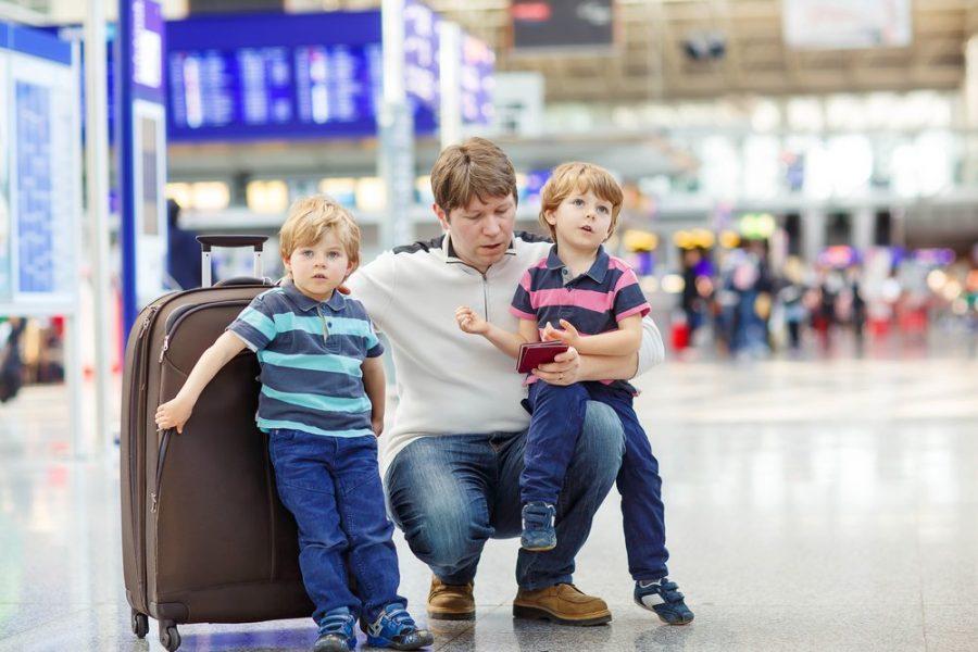 Выезд детей за границу с родителем