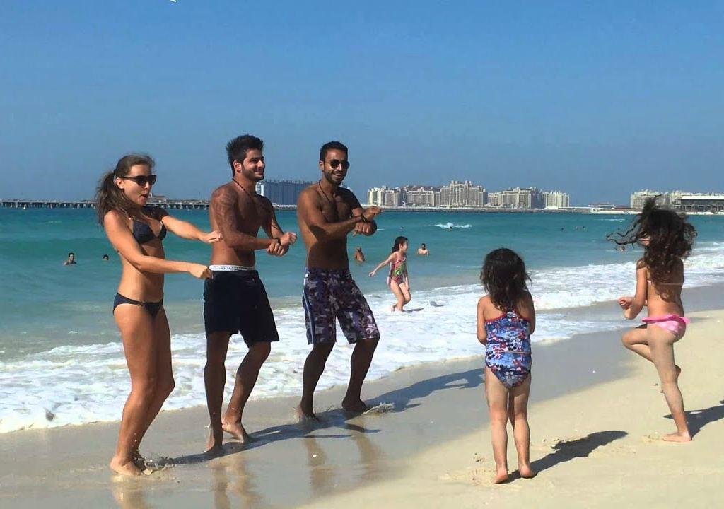 Пляжный отдых арабских мужчин