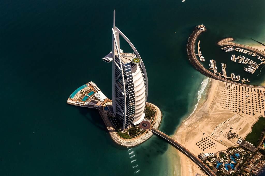 Вид сверху на отель  Бурдж-Аль-Араб