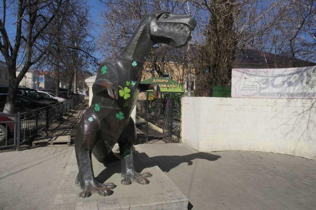 Памятник тераназавра