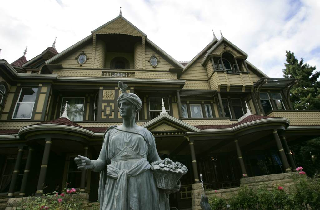 Памятник дому с приведениями