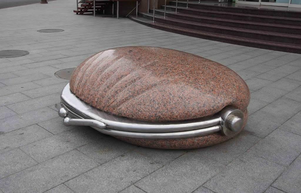 Памятник портмоне