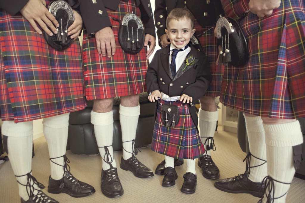 Ребенок в шотландском костюме