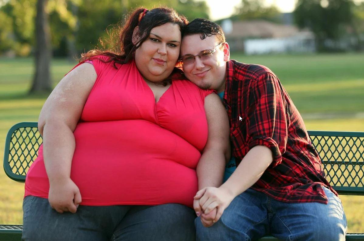 Толстая девушка и худой парень