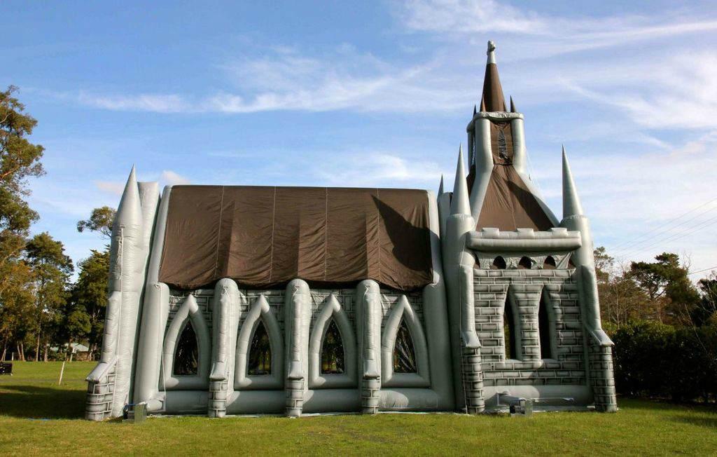 Надувная церковь