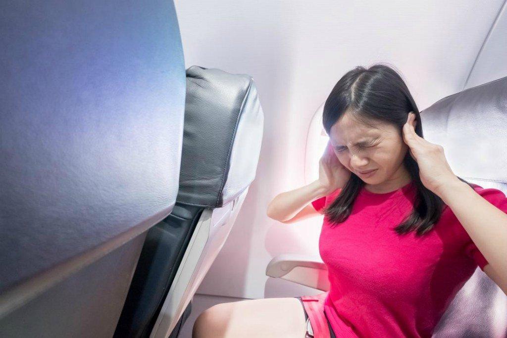В самолете закладывает уши