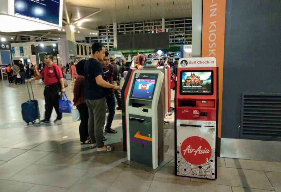 Киоск Self-tag в аэропорту