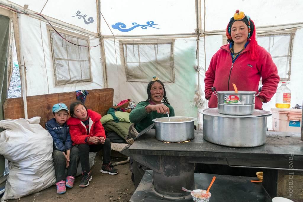 Семья в тибете