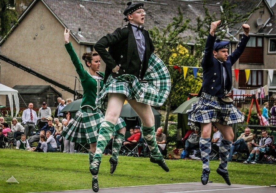смешные шотландцы в юбке