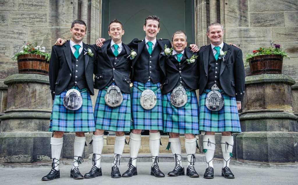 Шотландцы в национальном костюме