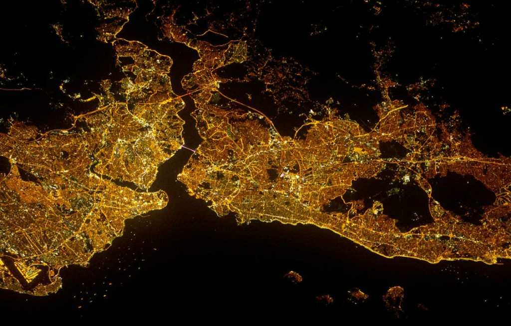 Ночной Стамбул с космоса