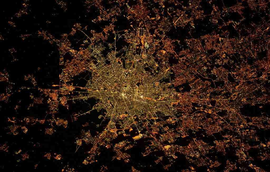 Ночной Милан с космоса