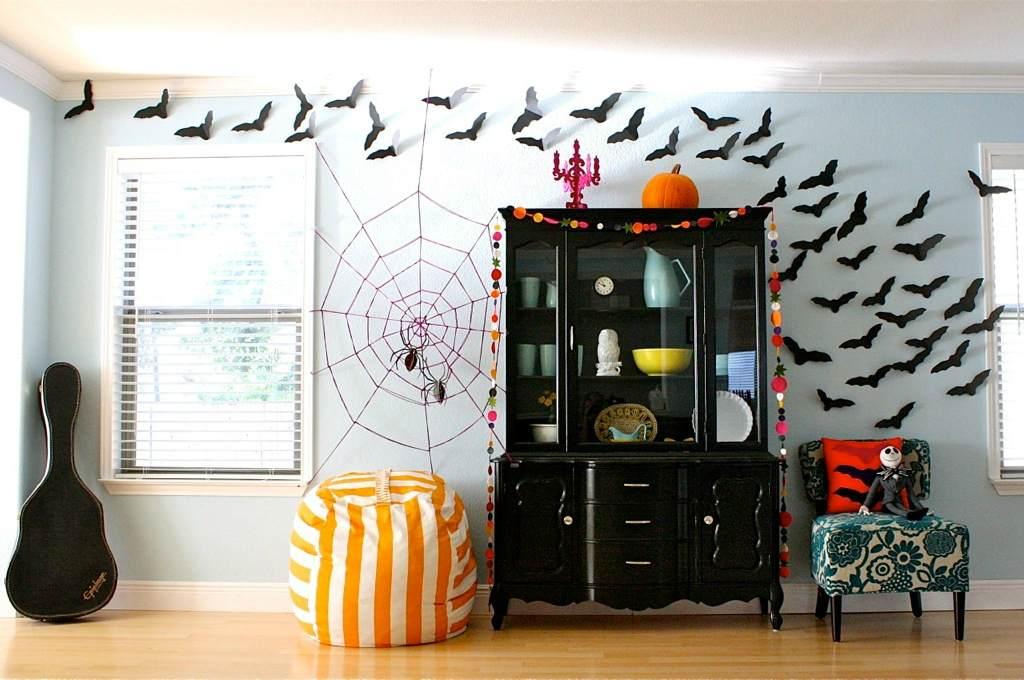 Комната с атрибутами Хэллоуина