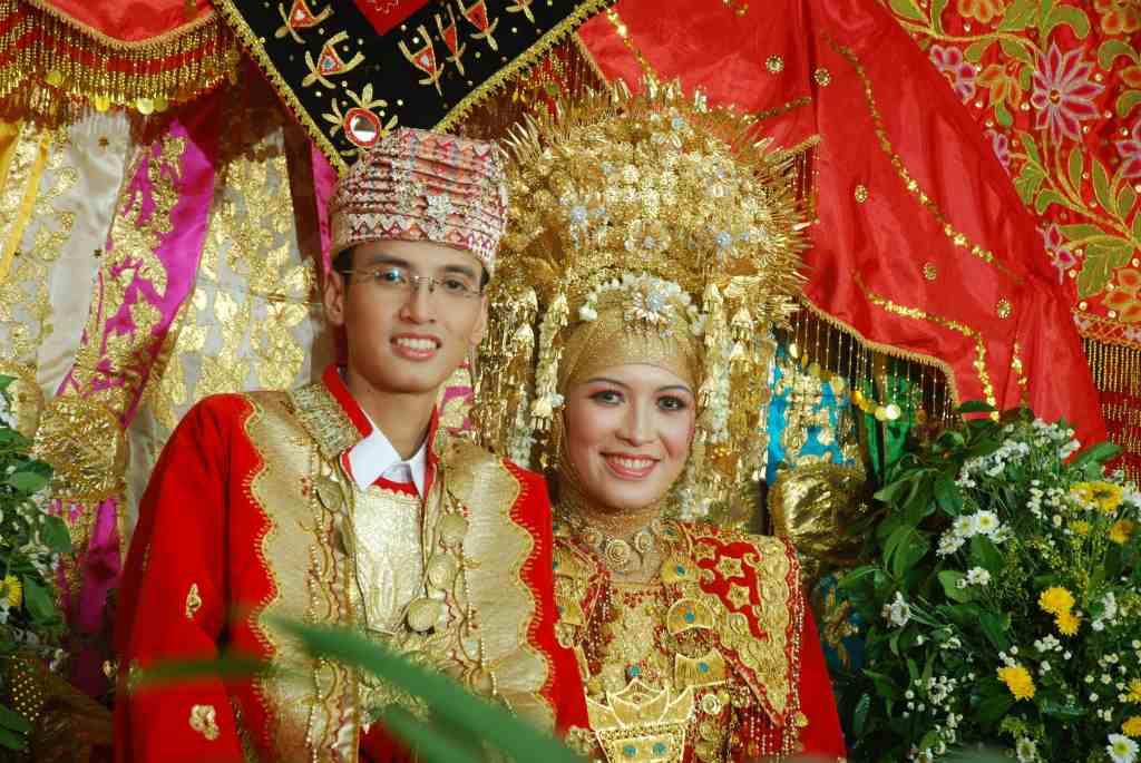 девушка и парень из Минангкабау