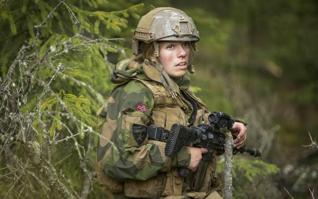 Девушка в армии