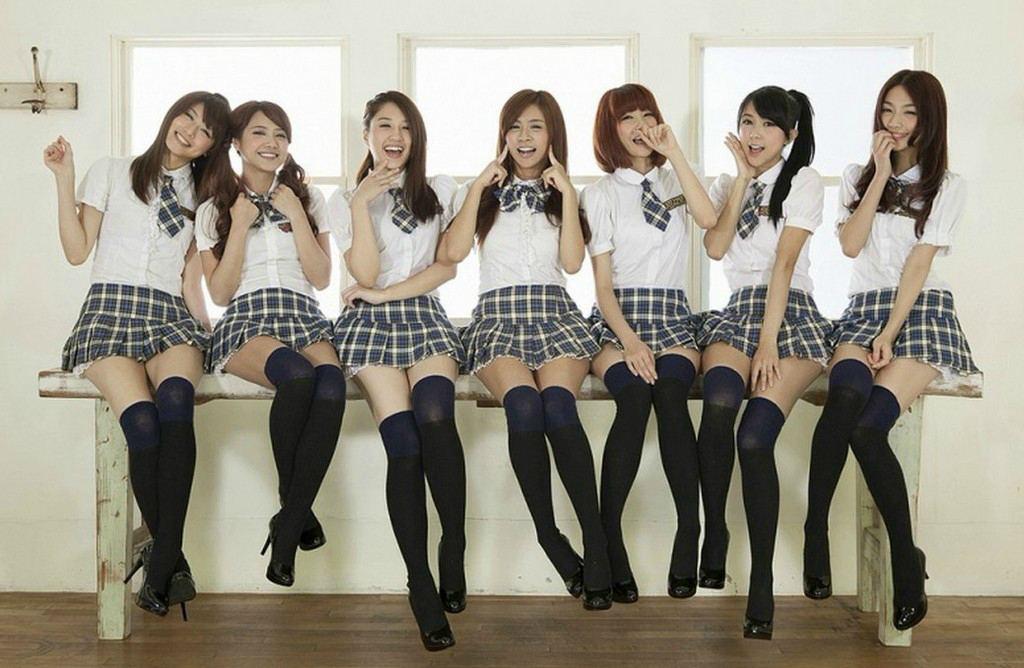 Японские девушки в школьной форме