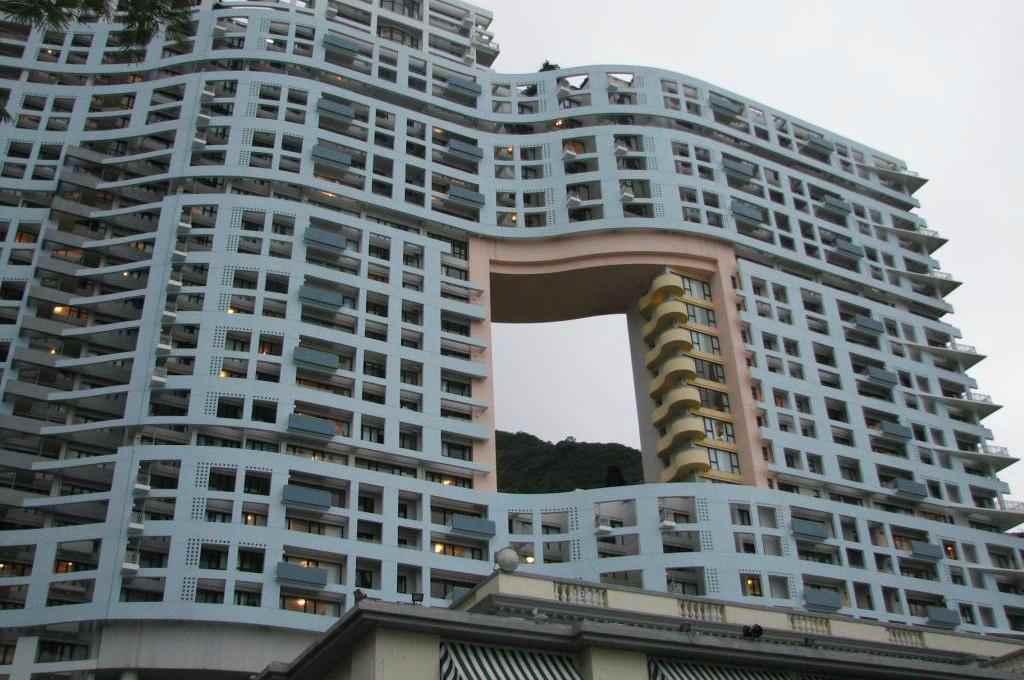 Драконьи врата в многоэтажке в Гонконге