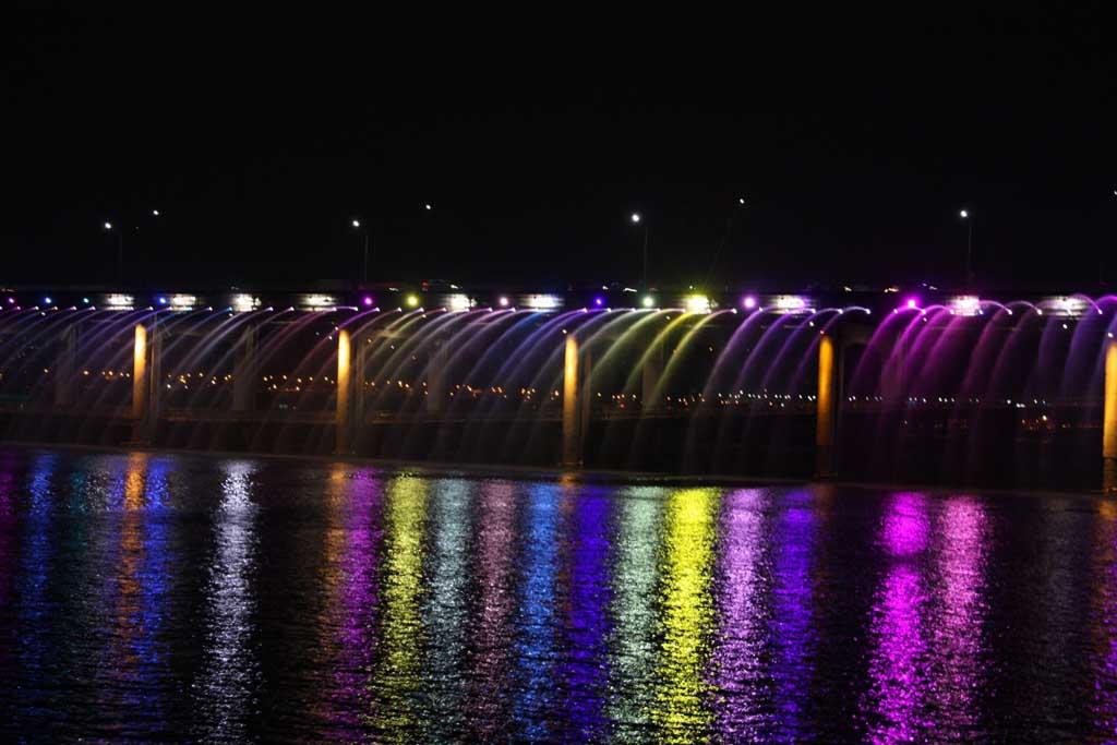 Радужный мост в Сеуле