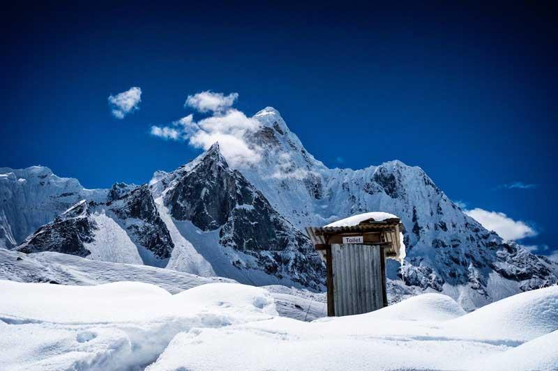 вывеска туалет Гималай