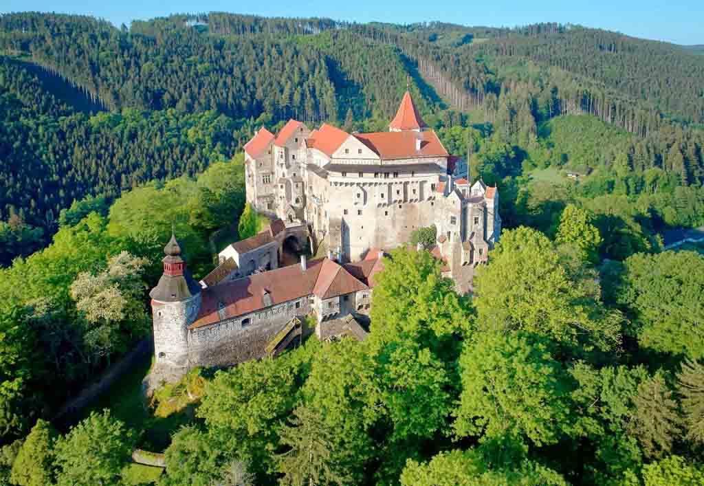 Где находится замок Пернштейн