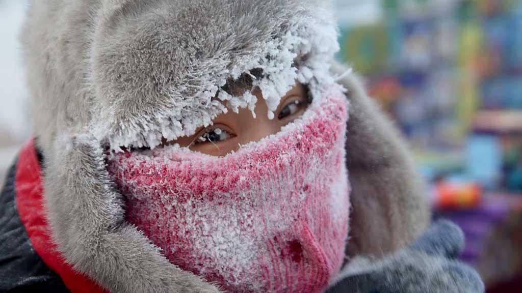 Почему человеку тепло в снежном доме, и холодно в ледяном