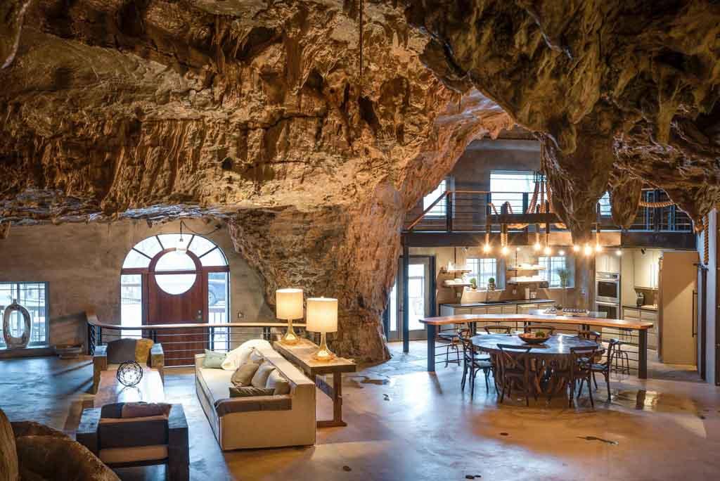 Хай-тек отель под землей в городе Парфенон штата Арканзас в США