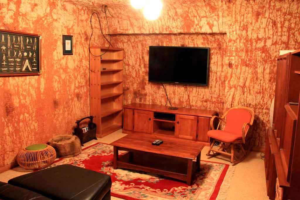 Подземный отель в Австралийском городе Кубер-Пели