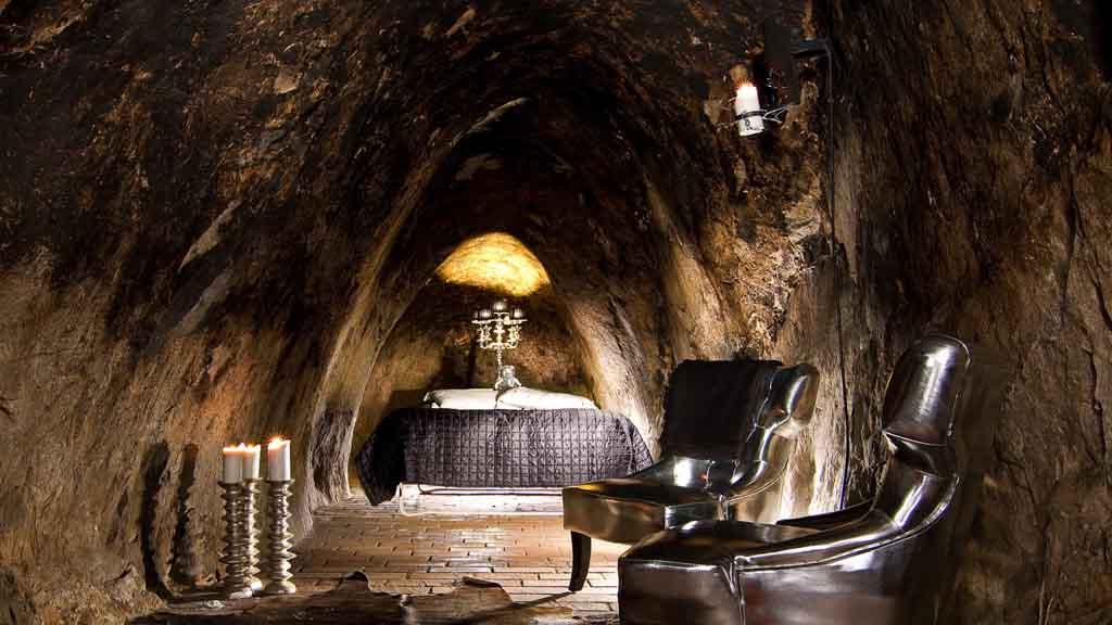 Подземный отель в Швеции в городе Сала