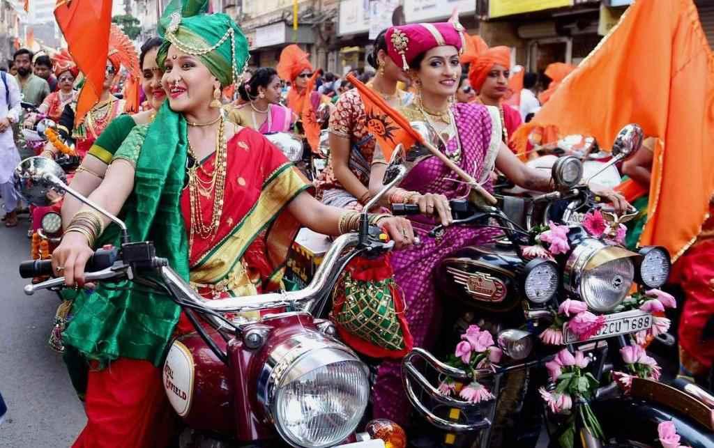 Индийские девушки на мотоциклах