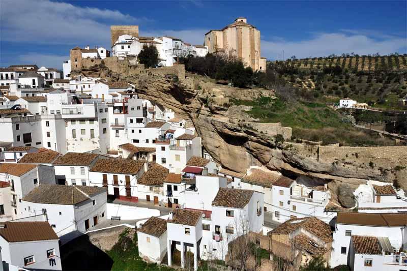 Где находится и как выглядит скальный город