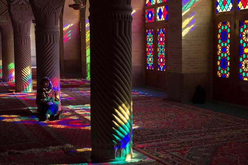 Завораживающие интерьеры Радужной мечети