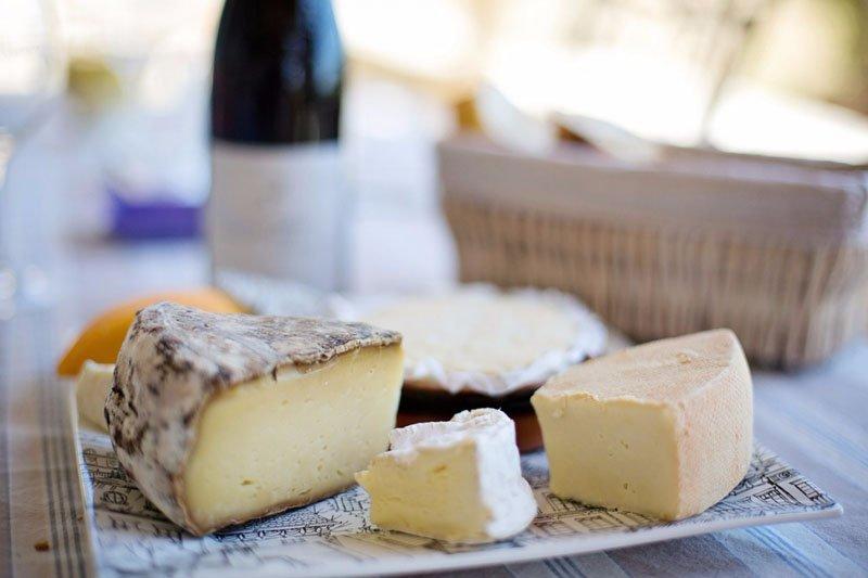 много разных сортов сыра