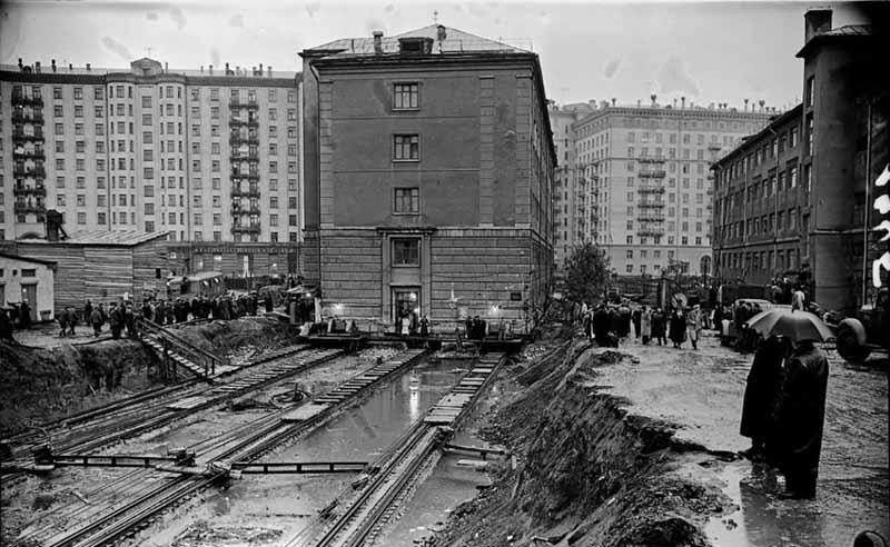 Как осуществлялась передвижка целых зданийв Москве