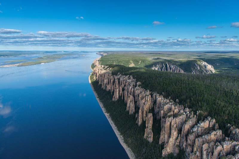 Добраться до Ленских столбов можно из города Якутска