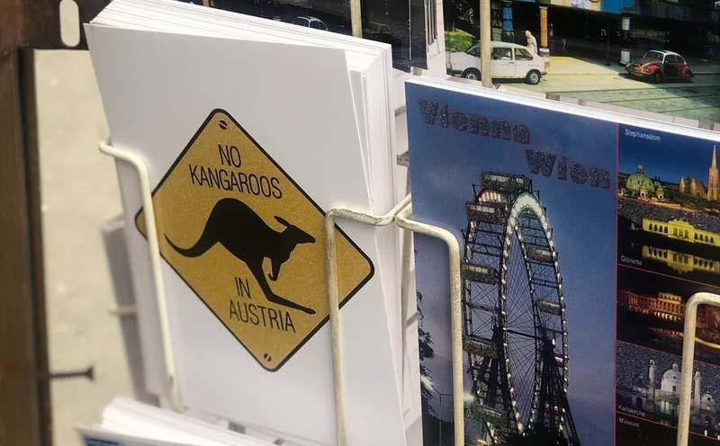на многих сувенирных товарах: No kangaroos in Austria