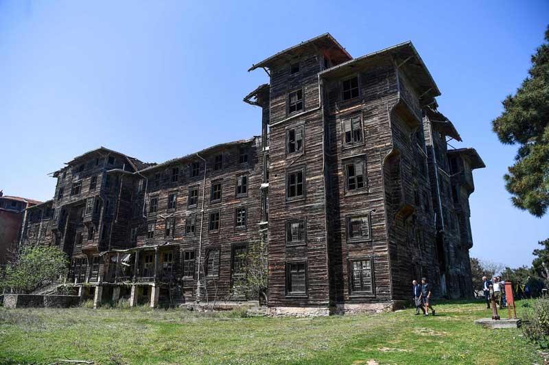 самый большой деревянный дом из дерева в Европе Büyükada Rum Yetimhanesi