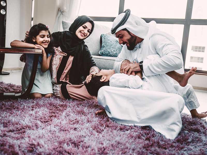 жители Абу-Даби счастливы