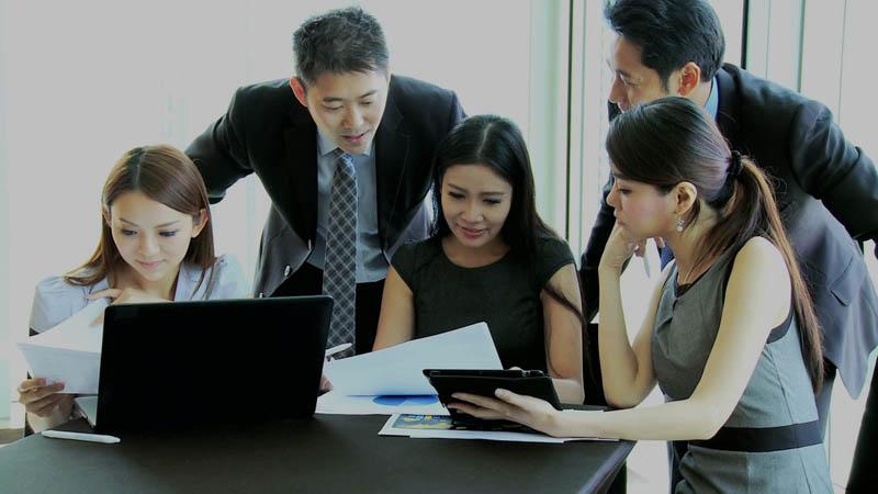 профицит офисных кадров фирмы Японии