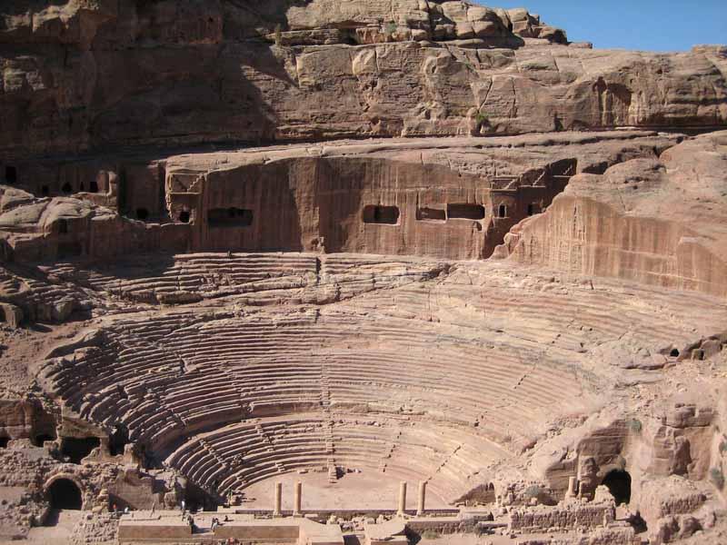 В Петре находится свыше 800 уникальных древних памятников