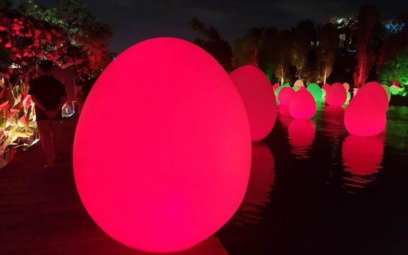Зачем в Сингапуре были установлены огромные яйца