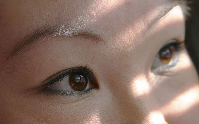 размер глаз и у европейцев, и у русских, и у азиатов одинаковый