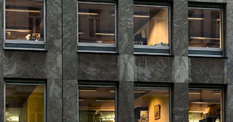 Запрет на шторы и зеркала для подглядывания: странности жителей Швеции