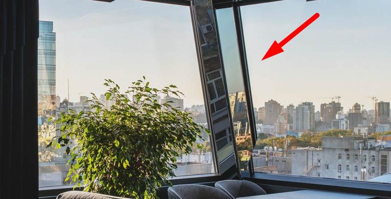Зачем вешают зеркала на окна
