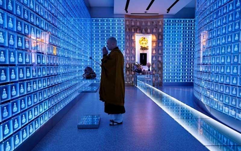 Прогулка по высокотехнологичному японскому кладбищу