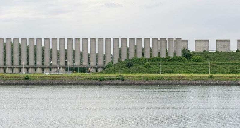 Ветряная стена в Розенбурге: зачем в порту нужны 120 огромных колонн