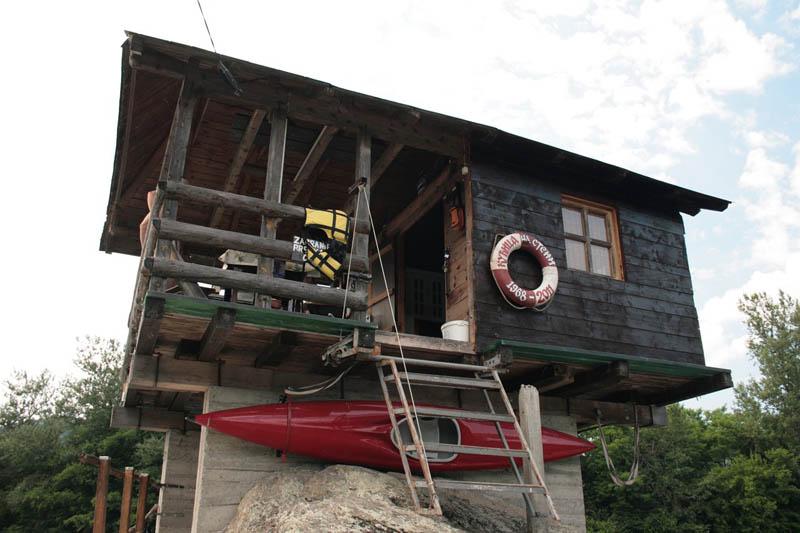 Кто и зачем построил дом на воде река Дрина