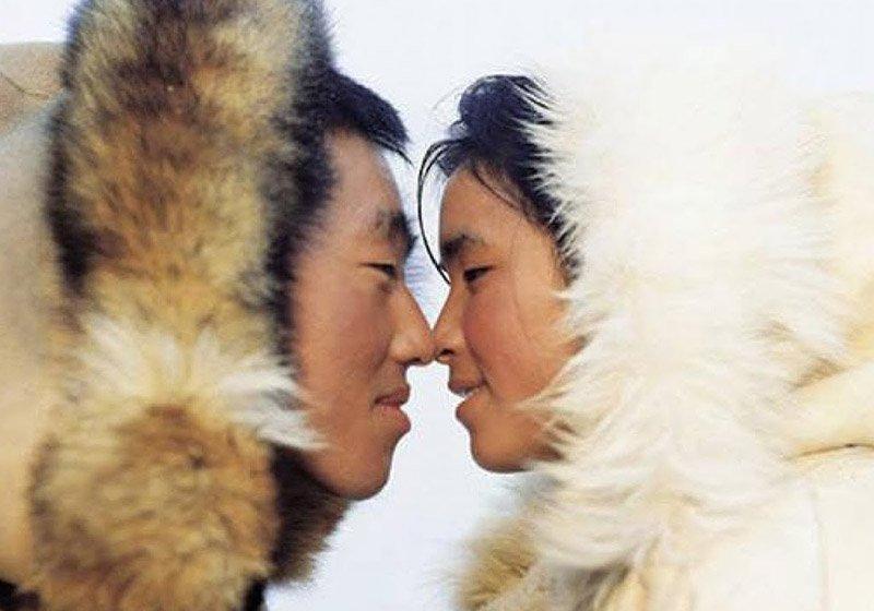 Понюхай меня: почему чукчи вместо поцелуя трутся носами