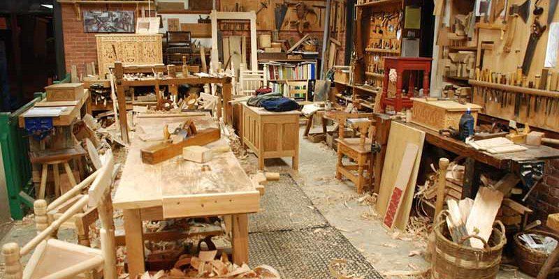 Что за поломанную мебель создает мастер, прославившийся в соцсетях